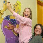 Frères et sœurs d'enfants autistes profitant d'une retraite parrainée par Autisme Montérégie